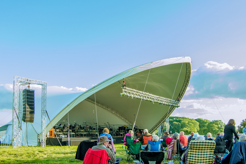 The Welsh National Opera Orchestra gave a wonderful performance at Chepstow racecourse.